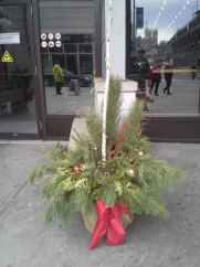 ottawa-seasonal-planters-decorations_Byward Market planters 002